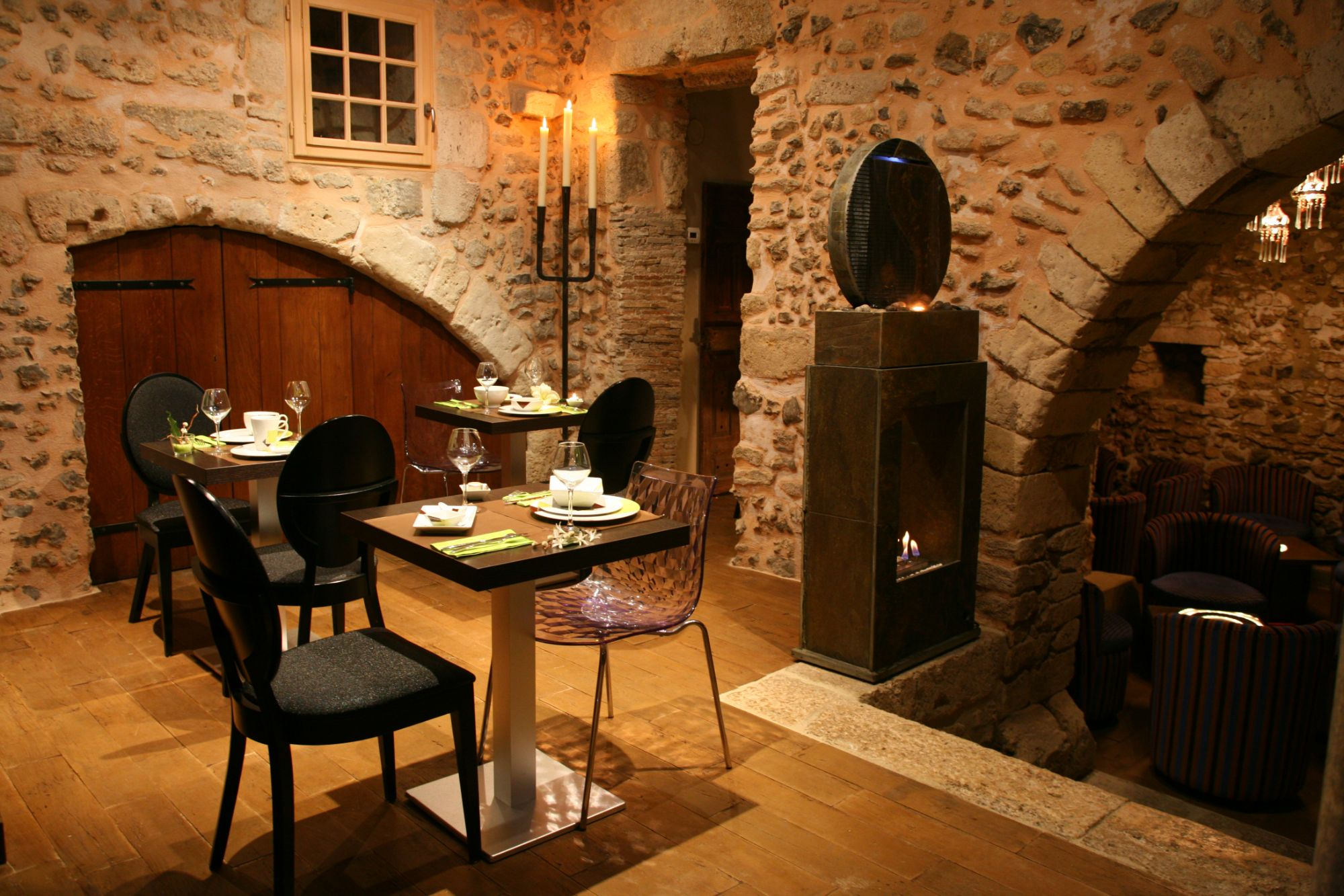 bar restaurant le parvis au pied de la cath drale de chartres. Black Bedroom Furniture Sets. Home Design Ideas
